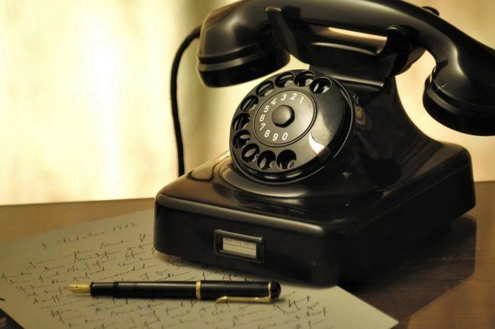 Ein Telefon als Symbol fuer Onlinepsychotherapie oder Telefonsitzungen